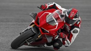 Panigale-V4R-Red-MY19-Ambience-09-Gallery-1920x1080