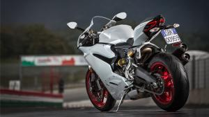 959-Panigale-MY18-12-Slider-Gallery-1920x1080