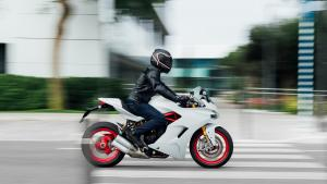 Supersport-S-MY18-White-29-Slider-Gallery-1920x1080