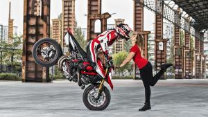 Hypermotard-950-SP-MY19-Torino-01-Gallery-1920x1080