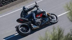 Diavel-1260-S-MY19-Ambience-12-Gallery-906x510