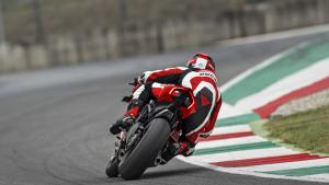 Panigale-V4R-Red-MY19-Ambience-10-Gallery-1920x1080