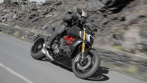 Diavel-1260-S-MY19-Ambience-07-Gallery-906x510