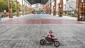 Hypermotard-950-SP-MY19-Torino-04-Gallery-1920x1080