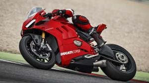 Panigale-V4R-Red-MY19-Ambience-06-Gallery-1920x1080