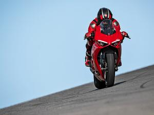 Panigale-V2-MY20-Ambience-07-Gallery-906x510