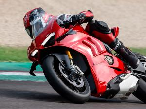 Panigale-V4-S-MY20-Red-Ambience-04-Gallery-906x510