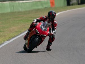 Panigale-V2-MY20-Ambience-02-Gallery-906x510