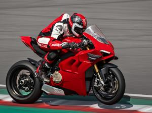 Panigale-V4-S-MY20-Red-Ambience-15-Gallery-906x510