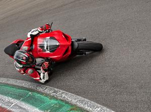 Panigale-V2-MY20-Ambience-06-Gallery-906x510
