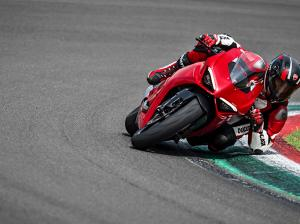 Panigale-V2-MY20-Ambience-08-Gallery-906x510