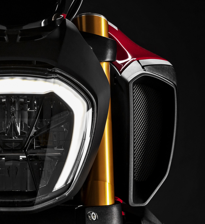 Diavel 1260 Red 01 Design Carosello 677x740